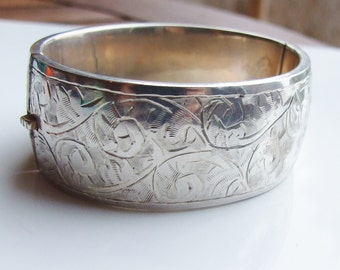 Vintage 925 Sterling Silver Heavy Hinged Patterned Bangle