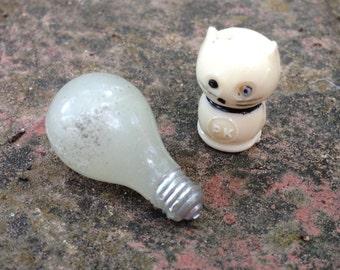 Vintage Miniature Gum Ball Machine White Kitty and Pretend Lightbulb Prizes 1950s Mid Century