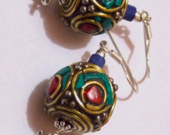 Brass earring with stones
