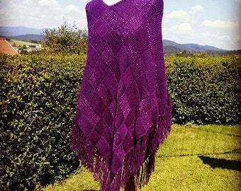 Knitted purple poncho with glitter effect
