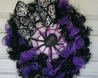 Cute Itsy Bitsy Spider Halloween Wreath with Damask Bow