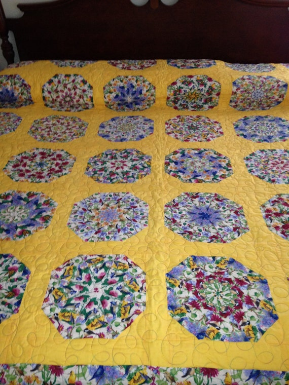 king size bed yellow blue flowers and birds pie pattern quilt. Black Bedroom Furniture Sets. Home Design Ideas