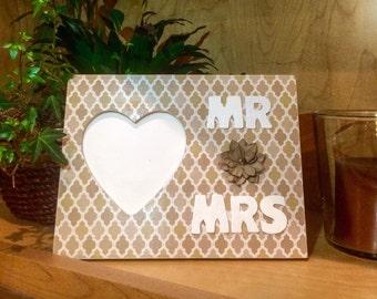 Mr & Mrs Picture Frame / Wedding Gift / Bridal Shower Gift / Mr and Mrs Decor / Decoupage Frame / Picture Frame