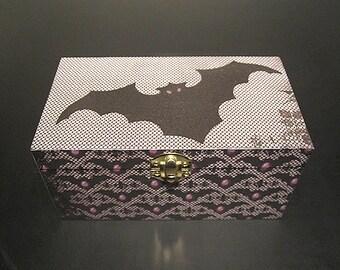 Wooden Bat Trinket Keepsake Box - Horror Gothic
