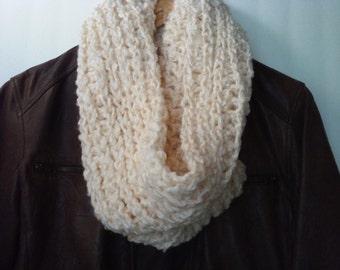 Cream Chunky Cowl,Crochet Cowl, Chunky Scarf, Neckwarmer, womens scarf, circle scarf, beige cowl, warm winter scarf, chunky scarf