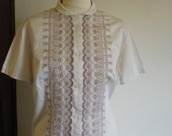 Vintage embroidered beige blouse