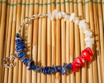 Navy colors bracelet with chipstones and anchor charm.