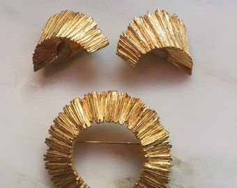Vintage Zentall gold tone brooch and earrings