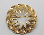 Vintage Trifari Gold Tone Filigree Circle Brooch