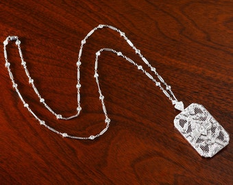 Platinum Diamond Belle Epoch Pendand & Chain