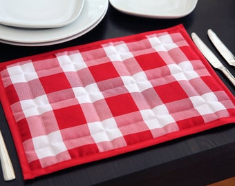 Quilted placemats in large red check design
