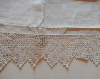 CROCHETED LINEN TABLE Runner