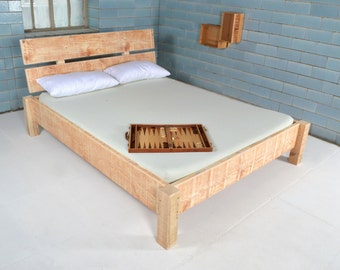 Bed made of recycled lumber DAUPHIN