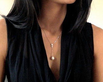 "Perlen Halskette mit Pendant ""Pendulum 2"", pearl necklace, single pearl necklace with two zirconia"