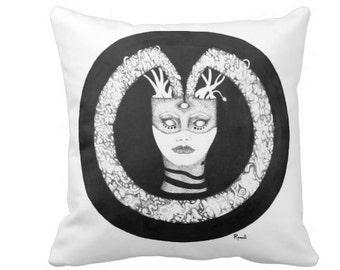 Medusa Pillow Set