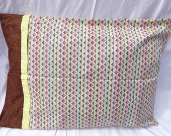 Graphic Print Pillowcase