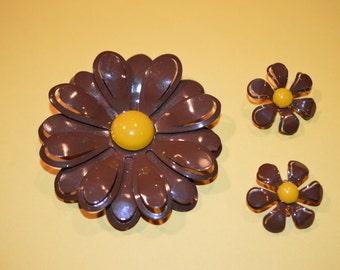 Vintage  Brown Flower Power pin brooch and clip on earrings