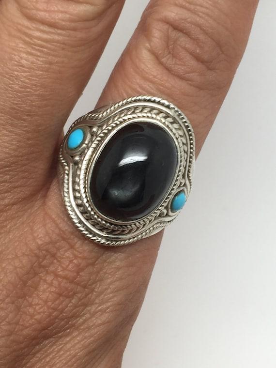 Anello in argento con pietra di stella nera e turchese due for Camino con finestre su ogni lato