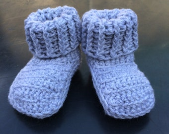 Crochet ribbed cuff baby booties