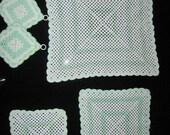 hnliche artikel wie tischsets dreiecke topflappen h keln retro vintage wei gr n auf etsy. Black Bedroom Furniture Sets. Home Design Ideas