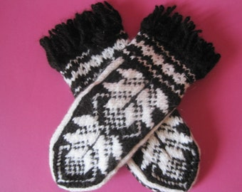 Hand knitted Friendly to Skin and Comfortable Lovely Scandinavian design High quality Estonia wool Mittens for women White Black ornament