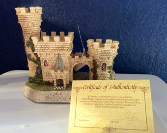 "David Winter castle - ""The Guardian Gate"""