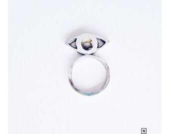 Eye to Eye horizontal ring