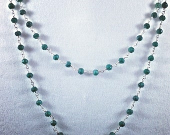 Delicate hand-made necklace with gemstones: Emerald