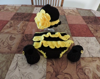 Black and Yellow hat set
