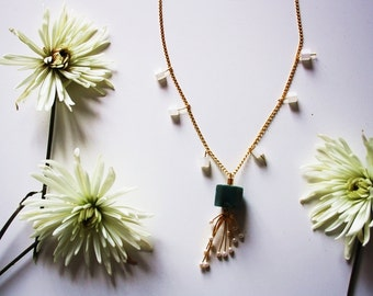 "golden necklace / semi precious stone green jade / ""pruina"""