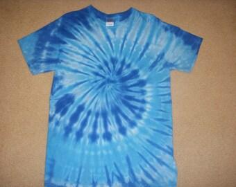 M tie dye tee shirt, shades of blue, medium
