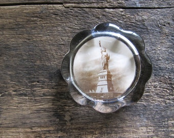 Vintage Statue of Liberty Glass Paperweight
