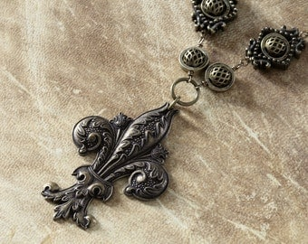 Neo Victorian Jewelry - Necklace - Brass Tone Fleur de Lis - Antique bronze