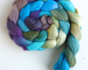 Merino Wool Roving Superfine - Hand Dyed Spinning or Felting Fiber, Cool Breeze