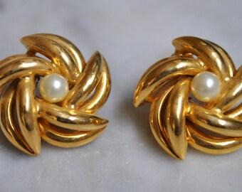 Hobe Pearl & Gold Pinwheel Earrings