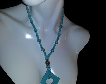 Faux Turquoise Pendant Necklace Set