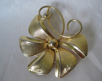 Flower Gold Brooch Vintage Pin