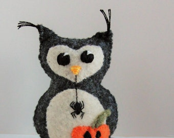 halloween felt owl- stuffed Autumn wee feltie owlet in charcoal gray heather, with pumpkin- jack-o-lantern and dangling spider Ready to Ship