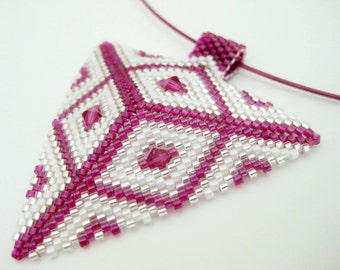 Peyote Triangle Pendant / Seed Bead Pendant / Beaded Necklace / Fuchsia and White Triangle / Geometric Pendant / Triangle Necklace /