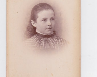 1800s vintage cabinet photo. of a young girl from St. Louis, Mo.
