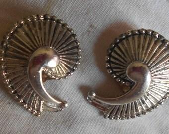 Vintage MX220 CLIP ON earrings