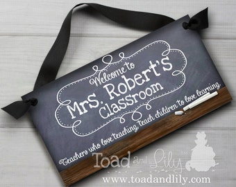 Teacher Chalkboard Classroom with Quotation Saying DOOR SIGN Teacher End of Year Christmas Present Gift TDS010