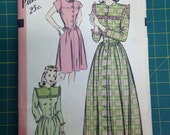 Hollywood Pattern 1940s Dress or Robe bust 34/ hip 37