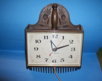 Retro Kitchen General Electric Clock with Pineapple Design / WORKS