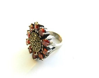 Fiery 1970s red flower garnet crystal and Marcasite 925 silver Ring - Size 10 -- Art.901/3 --