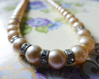 Pretty vintage pearl and diamante detailed beaded necklace