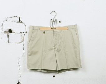 Vintage DEADSTOCK CHINO Shorts . Men's 1980s RETRO 70s Short Summer Formal Mini Beige Cotton 80s Scout Shorts . size Medium Large