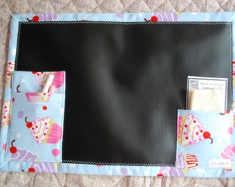 Chalkboard To Go travel activity placemat - Sweet cupcakes