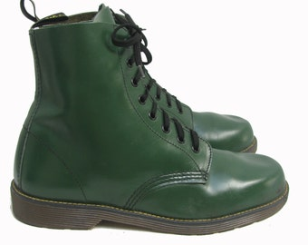 Vintage Dr Martens Boots Made In England Mens Green Leather Eight Eyelet Doc Martens Junior Sole Combat Boots Mns US Sz 8 Fits Wms US Size 9