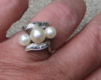 Dress Up Your Finger Elegant 3 Pearl Sterling Silver Ring  Vintage Estate